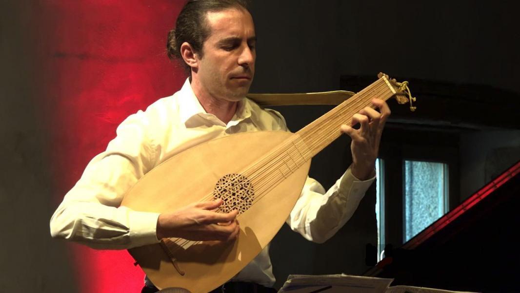Miguel au luth